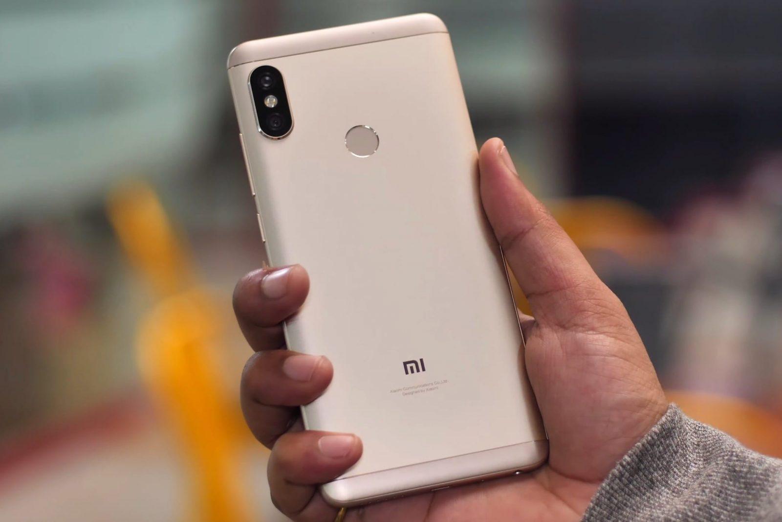 Вот так смартфон лежит в одной руке