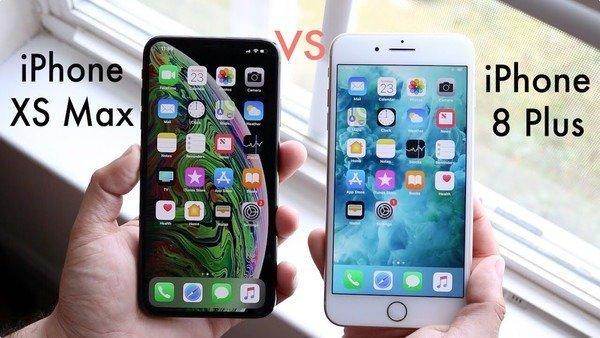 Вот так оба смартфона будут лежать в руках