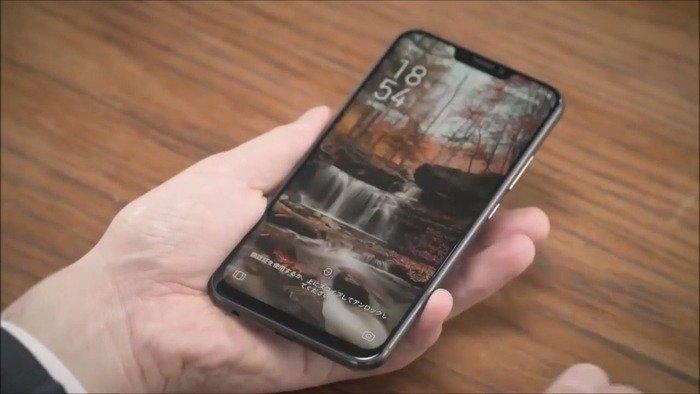 Вот так смартфон выглядит в руках