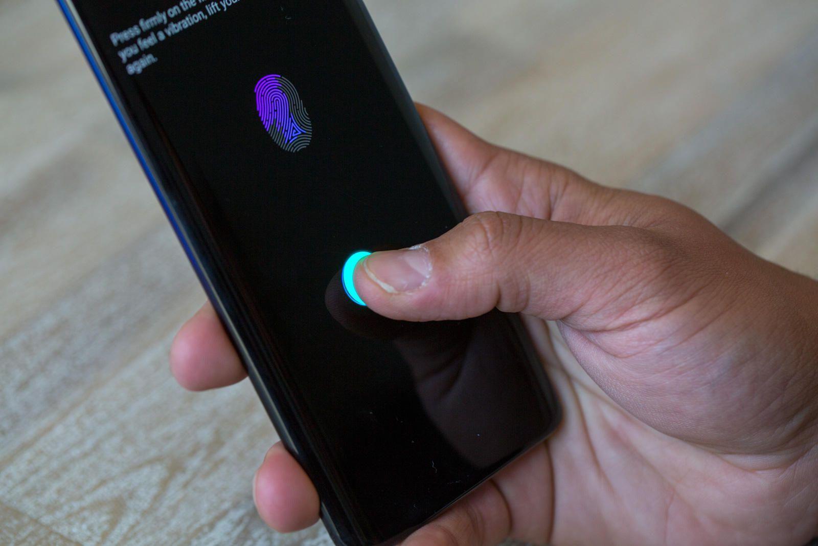 Встроенный сканер отпечатков пальцев в экране