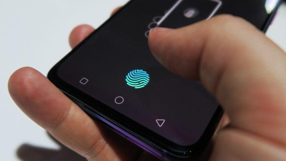 Вот так выглядит сканер отпечатков пальцев в экране