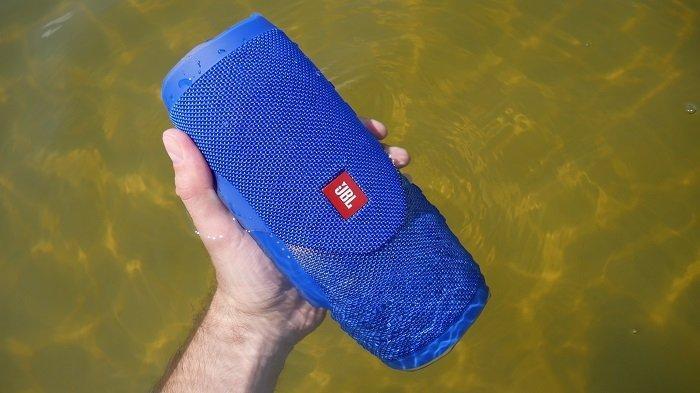 Корпус колонки хорошо защищен от воды и пыли