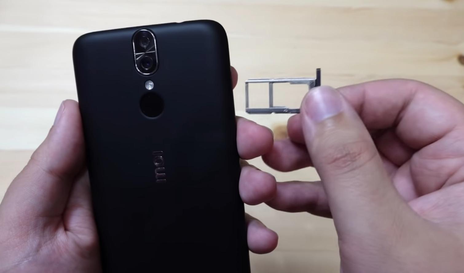 Слот для SIM-карты и microSD