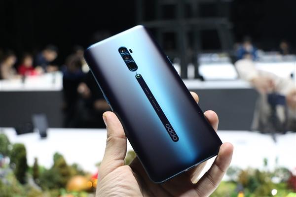 Вот так смартфон лежит в руке