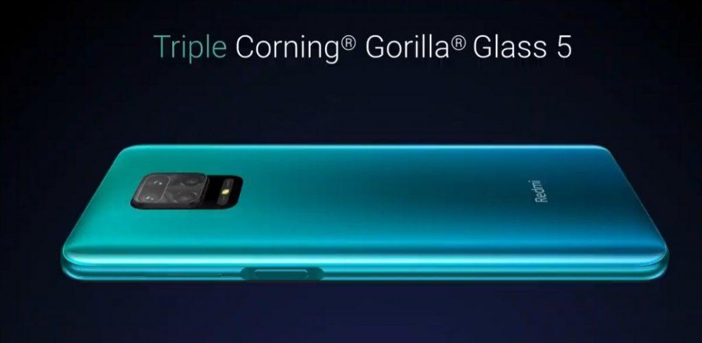 Смартфон закрыт защитным стеклом Corning Gorilla Glass пятого поколения